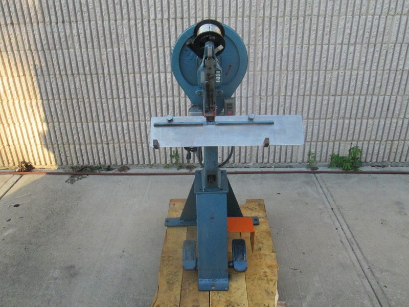 INTERLAKE ONE HEAD STITCHER, YEAR: 1989 , SN # A 11575 , MODEL NO. A 91
