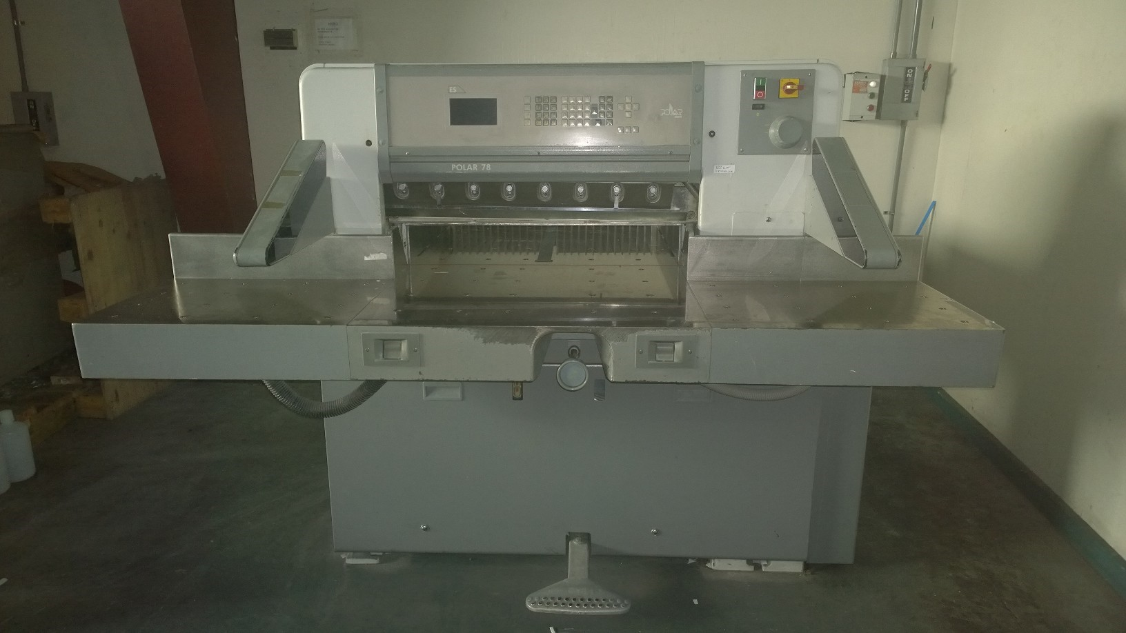 "POLAR 78ES CUTTER, [45"" ]SN 7161692, YEAR: 2001, FACTORY PROGRAM 4"